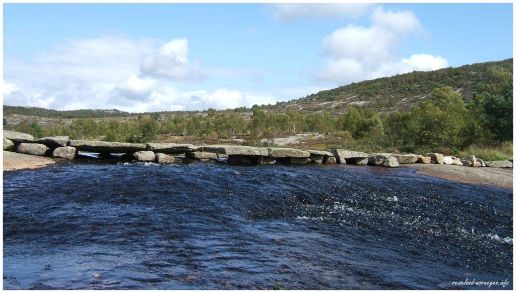 tolle Steinbrücke in Skrelia