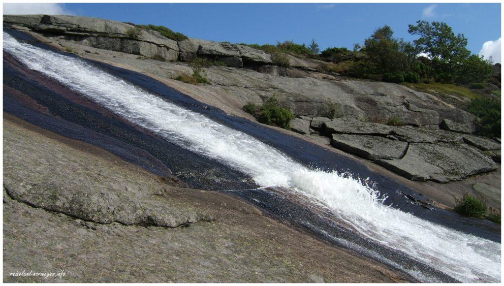 Skrelia-Wasserfall - etwas unterhalb vom Wasserfall